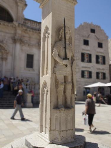 Roland-Statue_Dubrovnik.jpg
